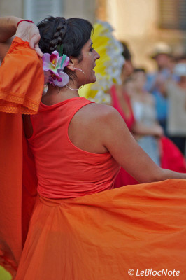 Danseuses habillée en orange