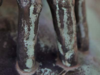 Main en bronze