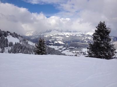 Une vue prise en hiver sur le domaine skiable de Praz-sur-Arly