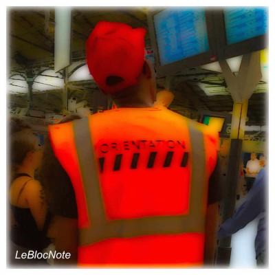Personnage avec veste de travaux à Saint-Lazare