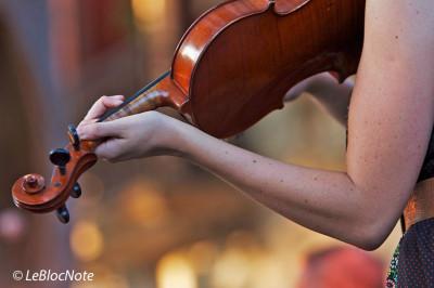 Violoniste prise de dos
