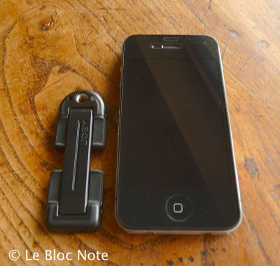 iPhone 4S avec support de pied photo Joby Grip Tight Mount pour téléphone